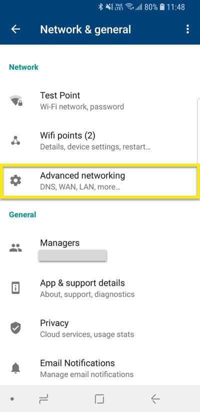 L'écran Réseau et Général de l'appli Google Wifi avec l'option « Réseau avancé » en surbrillance.