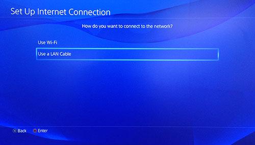L'écran Configuration de la connexion Internet PlayStation avec l'option Utiliser un câble LAN est sélectionnée.