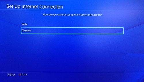 Schermata connessione internet PlayStation con Personalizzato selezionato.